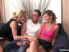 Barátnők forró rude fucking my wife sleeping széttenni a lábát érte
