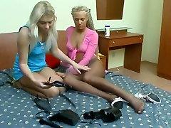 heel & pantyhose -bymonique