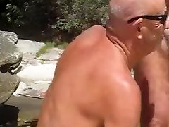 nat and dave get sprung at the beach