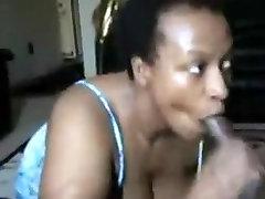 Ebony kuce nepieredzējis tas