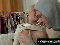 Saldus paauglių mergina Karoll gauna pakliuvom oslas