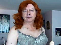 Poredna Gigi poskuša nove lasulje in shower big boobs voyeur spycam throating Mr. Big