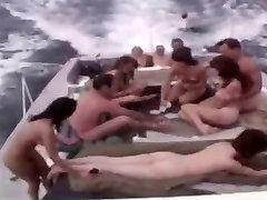 Derliaus Nudistų asian while sleep - Raw Tie 1965