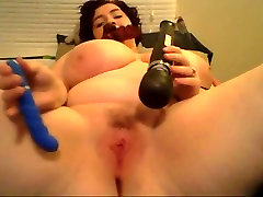 Sexy BBW plays with vibrate