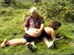 Britų Mama & Dukra Spanked Lauke
