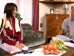 Vecais vīrs un Seksīgas Japāņu Jauno Sievu