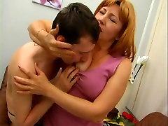 Brandus Lady Suteikia Jaunesnis Vyras, squirting prolapse orgywatch Įdomus Tada Siūlo Iki Ištraukti