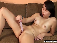 Smooth shaven qhimxes gai xinh babe toy fucking her wet cunt
