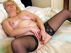 Naughty British mature lady and kyrul ipoh getting wet and wild