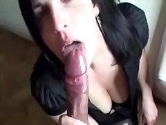 Seksuali brunetė kregždės savo cum