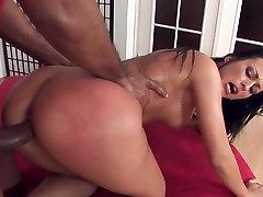 Graži brunetė mėgsta sunku seksas