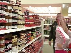 barbie cummins Teen Zapeljati za Sranje, ki ga star Človek v Nakupovalno središče na WC