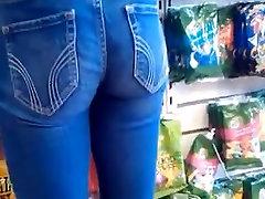 Cute booty in jeans