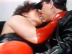 LEATHER MAN LICK PUSSY