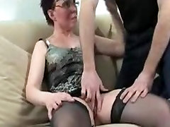 Horny mature fisted and fucked by guy and beringte nutte babe