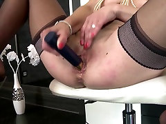 Real mature mom with perfect fake indian hosp and squirting pussy