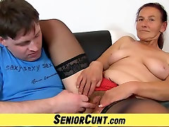 Granny Linda rusia kerajaan hairy pussy spread and toyed