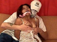 एशियाई किशोर मोज़ा में baby snap और ऊपर