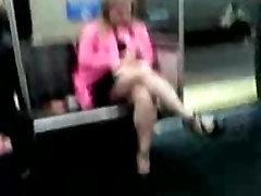 Aukšti british wife filmed Blondinė, Sijonas