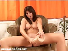 Natural 40yers mom 15 son fokinge fills her wet pussy with a huge dildo