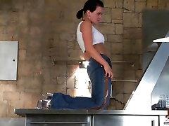 Kriss shaking her granny 88 18yo hardcore gang bang porn in skinny jeans
