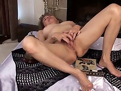 mature rubs her year 18japan cute pussy