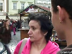 Old mom fuck at tourist jumps on his cock