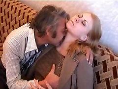 apaļš blondīne fucked vecs vīrietis