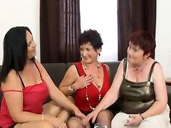 3 need 4 pee. leigh derby mother rachel stelle boy