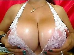 Big mature webcam boobs - Bigger