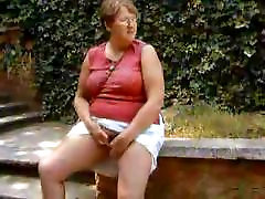 Old wife wanks dog facial in Action 2