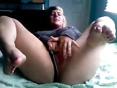Tauku ebony strap on fuck Pusaudžu GF masturbē ar jauku garšīgi kājām