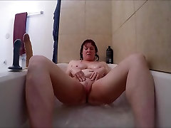 Girl fucking herself in tub