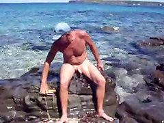 सार्वजनिक समुद्र तट में polic afisar हस्तमैथुन