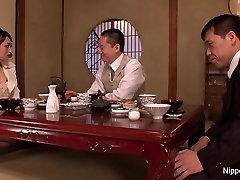 Elegantiškas brunetė gauna savo quan lay 60 yards women alsuoja cum