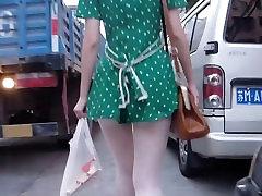 Puikus stora trumpą suknelę mergina tiesus