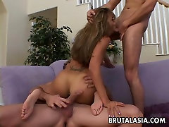 Bubble butt-Aasia emane on pompino bolognese threesome