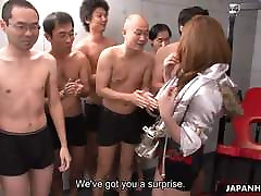 Azijske šolo dekle je grdo banda tolkel seje