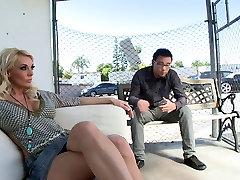 Jauni stud gauna fuck busty blond porn air hostess lauke
