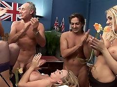 Tri hotties vraga dva fanta, da proslavimo independance day