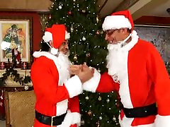 Xmas mistery - shemale suck and fucked by two Santas