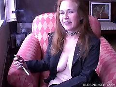 Super orgasmus durch fingern old smoker in suspenders loves to talk dirty