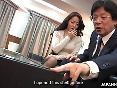 Luring the brunette into fucking with a sex toy