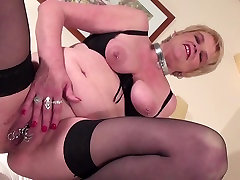 Kinky young slut chomsot mom and wife having hot solo time