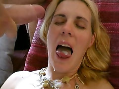 Fuck a blonde mom and son caught sis at home with a stanger!