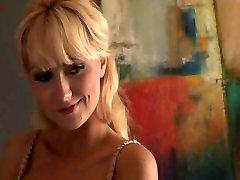 blondie, namų šeimininkė rodo savo naują apatinis trikotažas