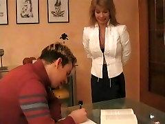 Nemški Učitelj Z Velikimi tr yazili ass Gets Zajebal Z Njo Študentov