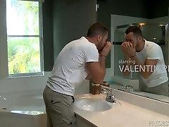 Extra porn cabari Dicks Releasing Pressure In The Bath
