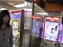 जापानी लड़की सार्वजनिक नग्नता