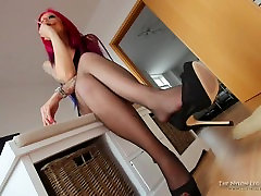 Mia cox ass and shoeplay